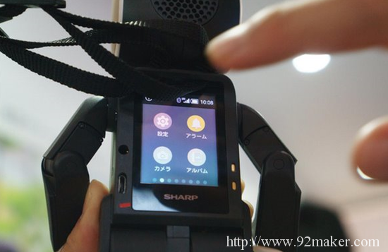 """[Robi机器人系列] 大师高桥智隆新作:移动通讯贴身小助理夏普""""RoBoHoN"""""""
