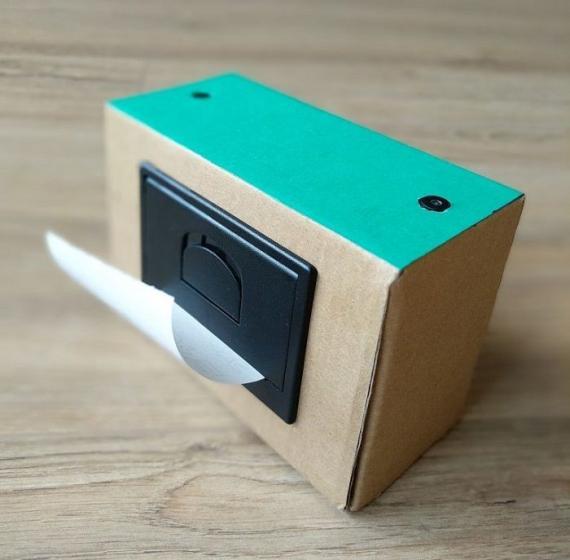 藝術家打造了一款可以打印塗鴉的AI寶麗來相機 [转载]