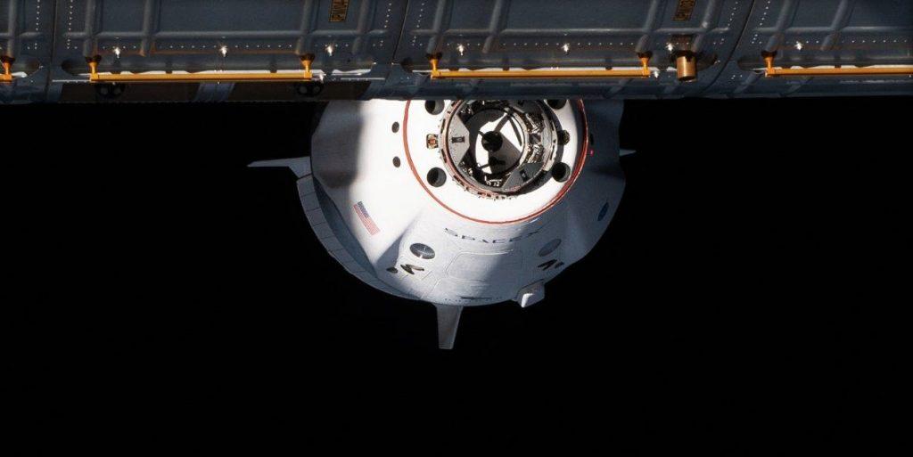 SpaceX Falcon 9在开创性的Cargo Dragon发射前启动