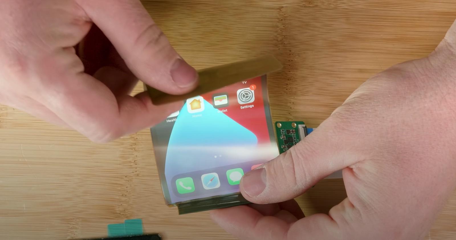 有人正在制造可折叠的iPhone,但不是Apple